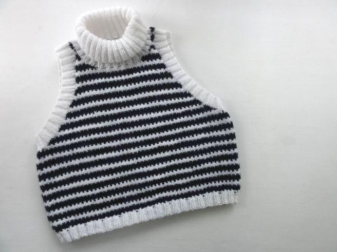striped-crop-top