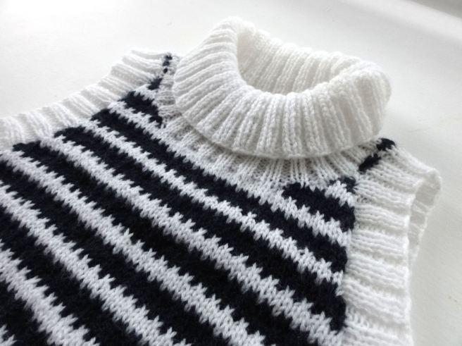 striped-crop-top-close